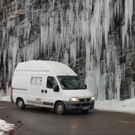 Pam fait de la cascade de glace